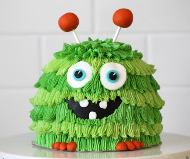 http://3.bp.blogspot.com/-DSLVvrmyjek/Ud1c0Z9G3qI/AAAAAAAAGNk/pSxiemem8fc/s1600/Green+Monster+Smash+Cake.jpg