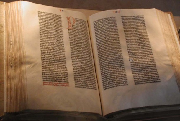 Gutenberg's Bible bhttp://upload.wikimedia.org/wikipedia/commons/b/b0/Gutenberg_Bible.jpg